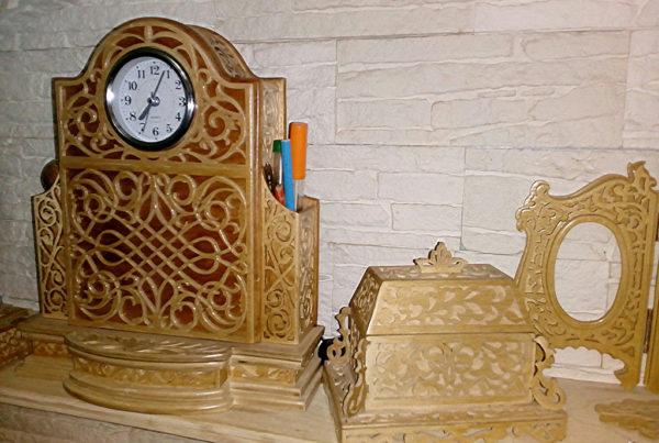 антикварные часы и ларец