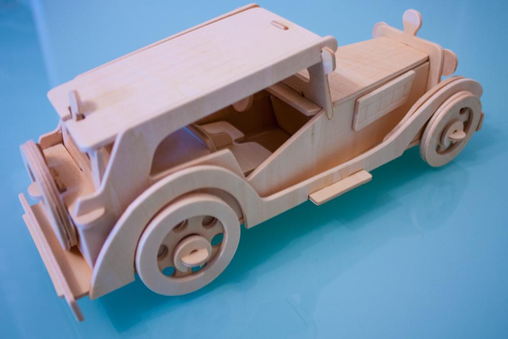 Автомобиль из фанеры изометрия