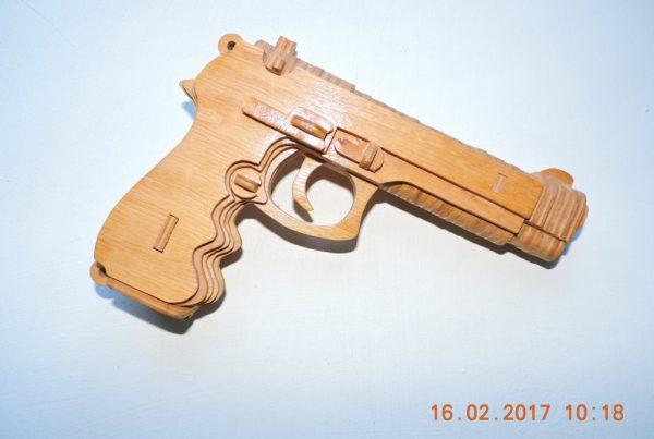 Пистолет Беретта из фанеры